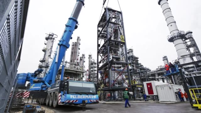 Transport of the ReOil facility to the OMV Schwechat Refinery (English)